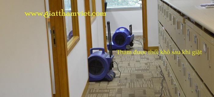 Dịch vụ giặt thảm khô nhanh