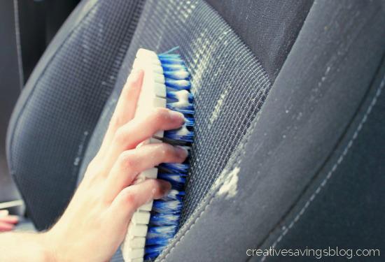 Cách giặt ghế xe hơi