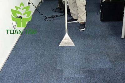 giặt thảm văn phòng - hút sạch vết bẩn trên thảm
